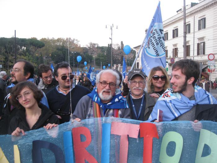 Tradimento Monti - Salviamo il referendum dell'acqua